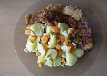 Pikantní pangasius v pivním těstíčku s veselými bramborami