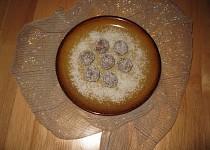 Nepečené kuličky ze salka obalované v kokosu