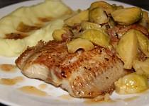 Sumeček nilský s bruselskými kapustičkami na slanině a česneku