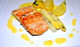 Filet z lososa s chřestem a maltézskou omáčkou