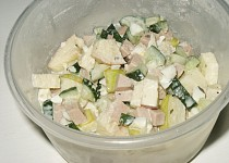 Okurkový salát s jablky