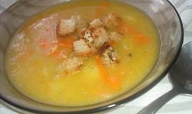 Pórková polévka s chlebovočesnekovými krutónky