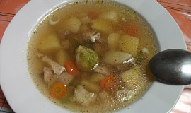 Kuřecí polévka s bramborami