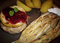 Karbanátky se sýrem a jablkem