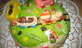 Oříškový dort s mašinkou
