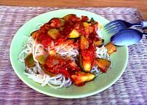 Dietní těstoviny s rajčaty a cuketou