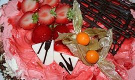 Jahodovo-šlehačkový dort
