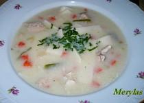 Zahuštěná kuřecí polévka se smetanou a domácími nudlemi