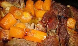 Pečené hovězí s mrkví