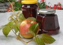 Švestkovo-jablečná marmeláda