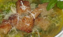 Brokolicová polévka s parmazánem