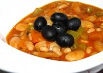 Fasolada -  řecká fazolová polévka, jak ji vaří líná hospodyně