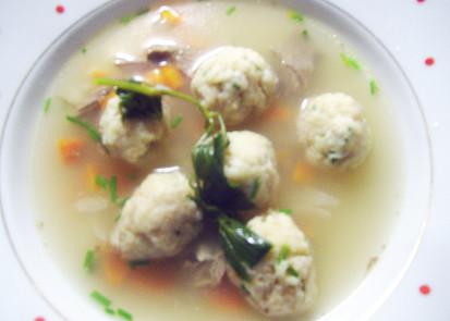 Jíškové knedlíčky v polévce