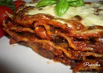 Houbové lasagne s rajčatovým pyré, slaninou a bazalkou