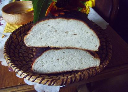 Domácí chleba s vůní saturejky