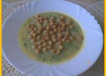 Krémová zeleninová polévka s mladou cibulkou