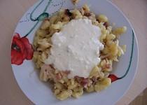 Halušky s moravským uzeným a sýrovou omáčkou z balkánského sýra