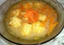 Drožďovomrkvová polévka s mrkvovosýrovými nočky