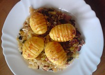 Zapečené brambory na zelí