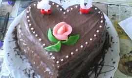 Dvoupatrový dort s kávovým krémem a čokoládovou polevou