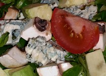 Polníčkový salát s avokádem, nivou a žampiony