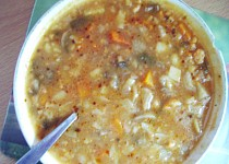 Mačkaná květáková polévka s houbami
