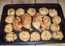 Pečené kuře s houbovými knedlíky