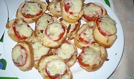 Bageta s rajčaty a mozzarelou