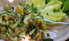 Salát z grilované cukety s parmazánem