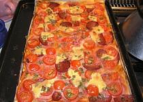 Salámová pizza