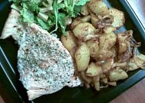 Pečený losos s opékanýma bramborama