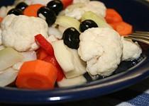 Křupavá zelenina nakládaná v mořské soli