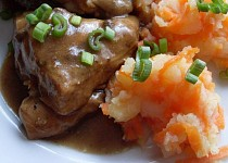 Česnekové kuře + šťouchané brambory s mrkví