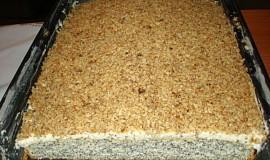 Makovec s krémem  sypaný ořechy
