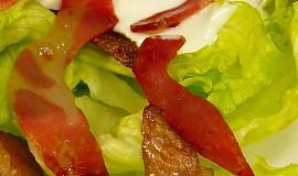 Salát s opečenou slaninou