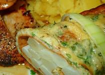 Přírodní kuřecí biftečky s chřestem v bylinkové omeletě