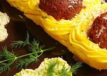 Masové kuličky v bramborových hnízdech