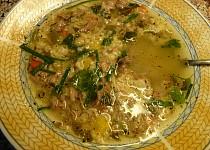 Polévka z kachních krků a králíčích polévkových dílů s česnekovozázvorovým kapáním