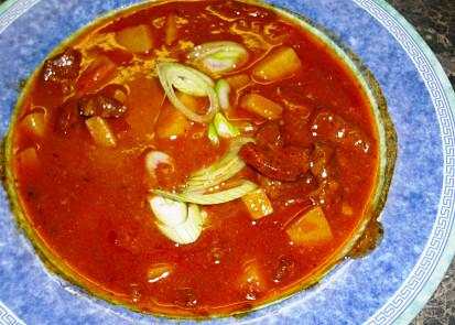 Přesnídávková gulášová polévka