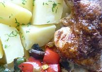 Kuřecí čtvrtky s omáčkou Sambal Manis a zeleninkou