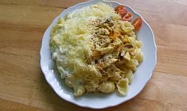 Těstoviny s kuřecím a žampiony, se sýrovou omáčkou