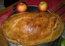 Domácí chlebíček s česnekem a zakysanou smetanou