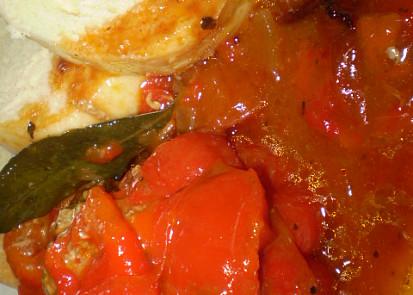 Zapečené plněné papriky na bazalce s oreganem