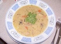 Hrachová polévka z uzených křížových kostí