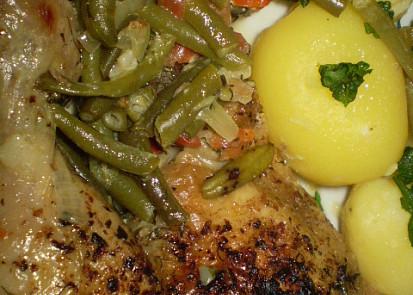 Kuřátko na fazolkách s kořením a smetanou