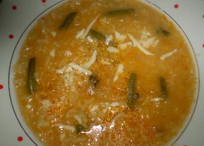 polévka s rýží, fazolkama a nivou