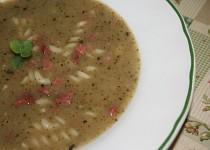 Brokolicová polévka s klobáskou a těstovinou