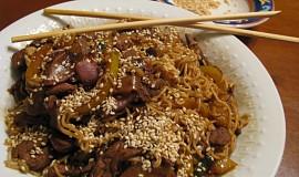 Wok - smažené česnekové hovězí se sezamem