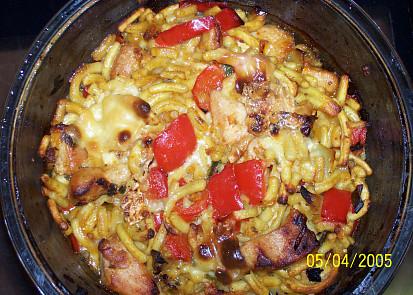 Zapečené špecle s masem,orestovanou zeleninou a sýrem