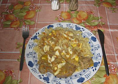 Vepřová krkovice na zelenině a hořčici s těstovinami